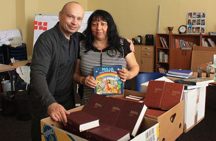 Pavol Krasnocvetov gives Scriptures to Mrs Náther from the organisation Hope for Children, which works among Roma people.