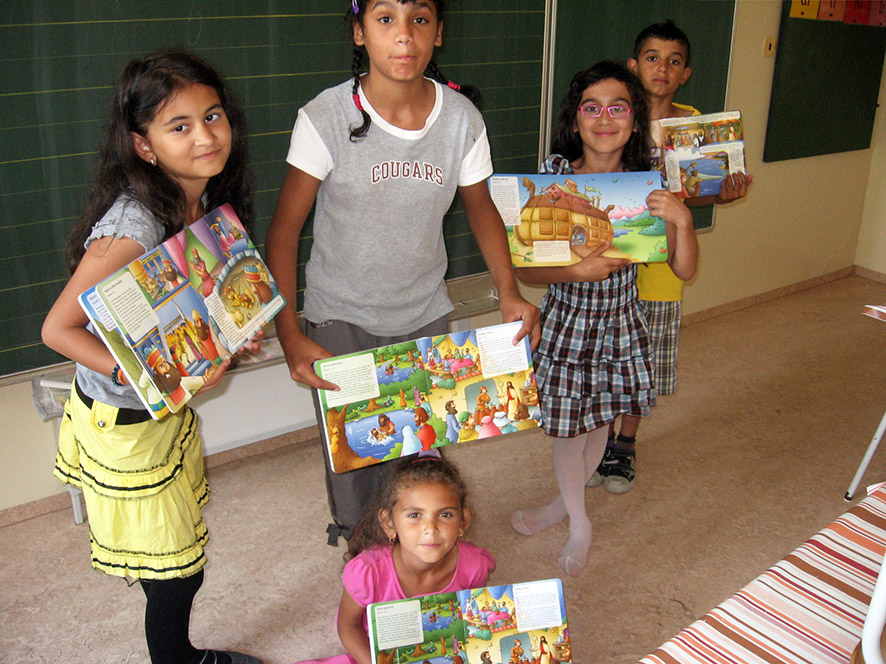 Roma children with their new Scriptures