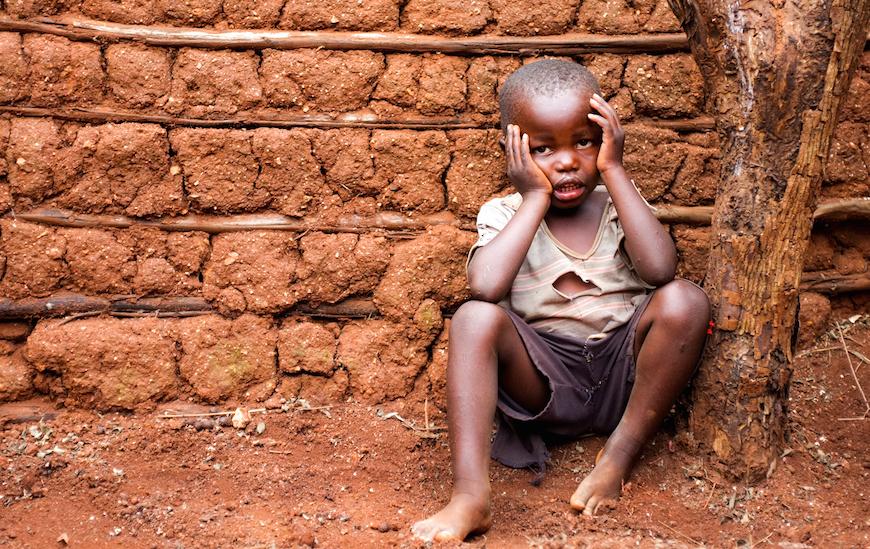 Casi una cuarta parte de los niños del país – han quedado huérfanos por el SIDA. (Photo © Adam Garff/Danish Bible Society)