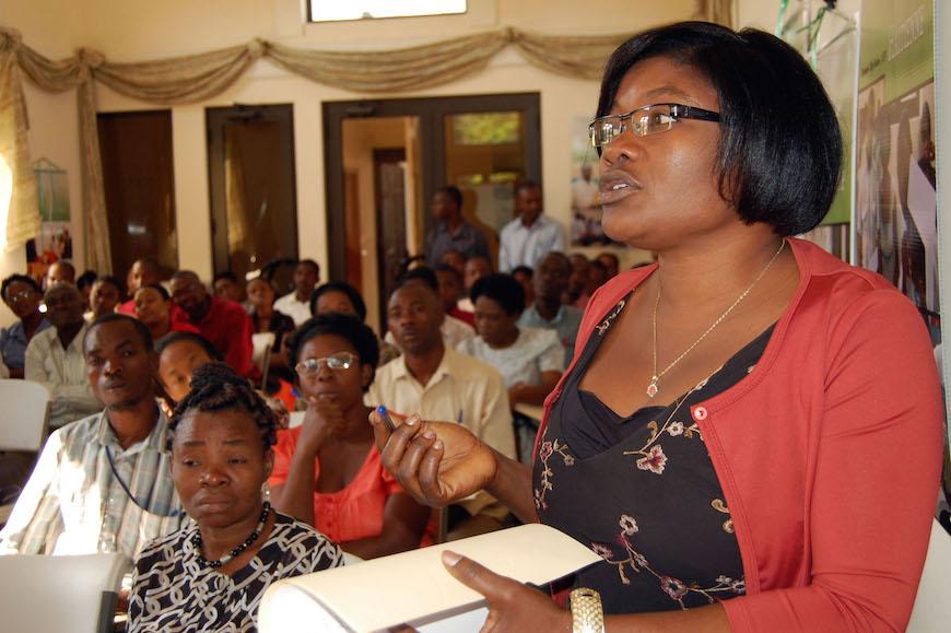 'Alto a la violencia' un taller para miembros de la iglesia en Haití, donde la violencia doméstica ha alcanzado niveles pandémicos.