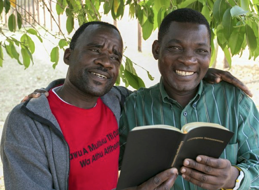 Elhomwe translators Hayes Metani (left) and Brian Chifika. (Photo by Katri Saarela, Helsinki Lutheran Parish Union)