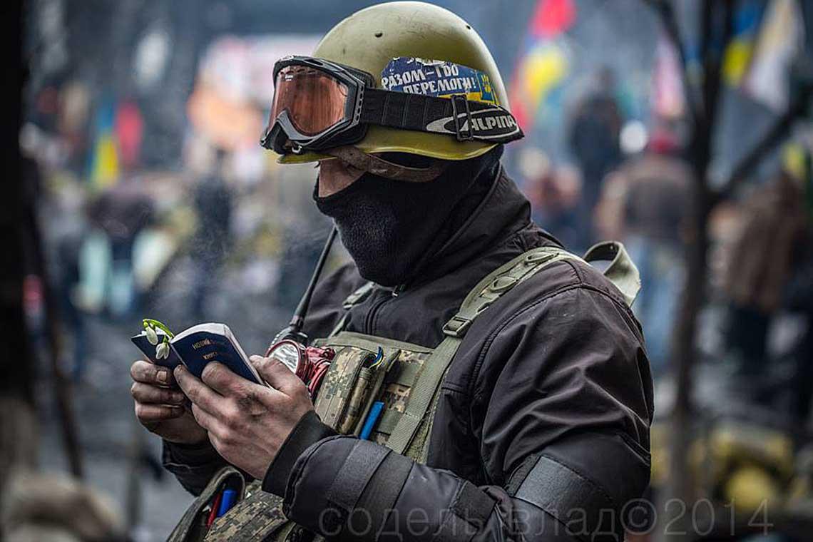 Ukraine_Protest-Scripture-distribution11