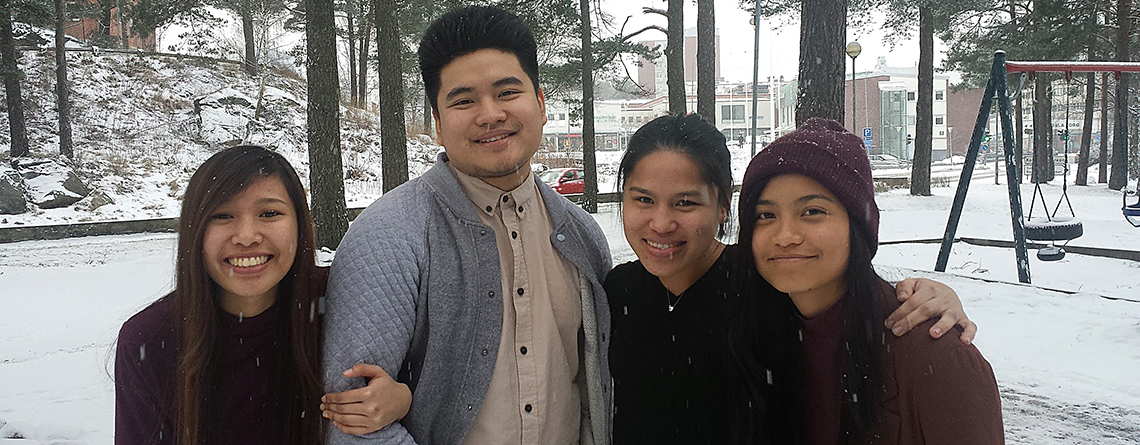 4 young Christians sharing their way to Christ