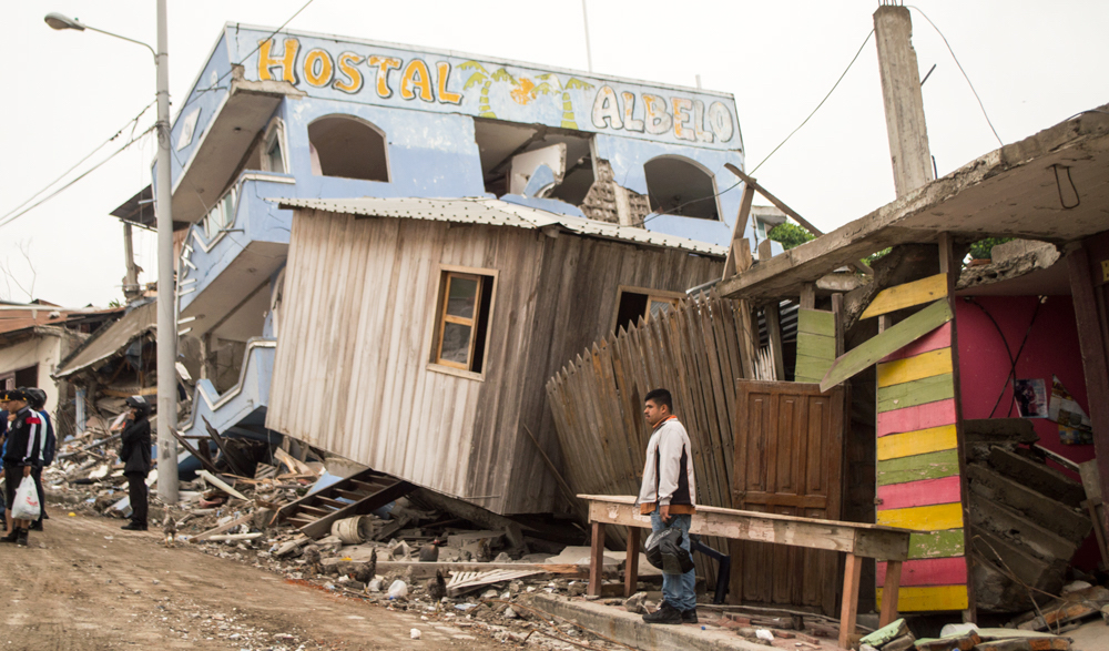 ecuador_destroyed-hostel