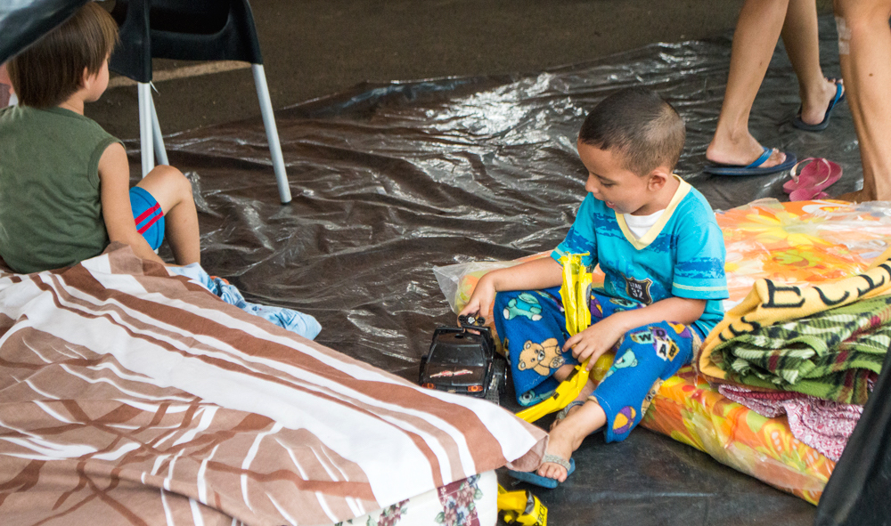Helping to ensure children's safety in the temporary camps that have been set up is one of the priorities of the Comité Cristiano de Emergencia, whose work is coordinated by Bible Society Executive Director Freddy Guerrero. Photo: Victor Sosa.