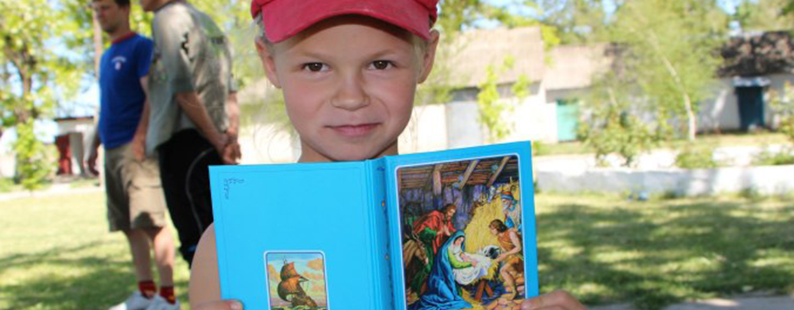 A child with a Children's Bible from the Ukrainian Bible Society (photo ©Alex Sultan)