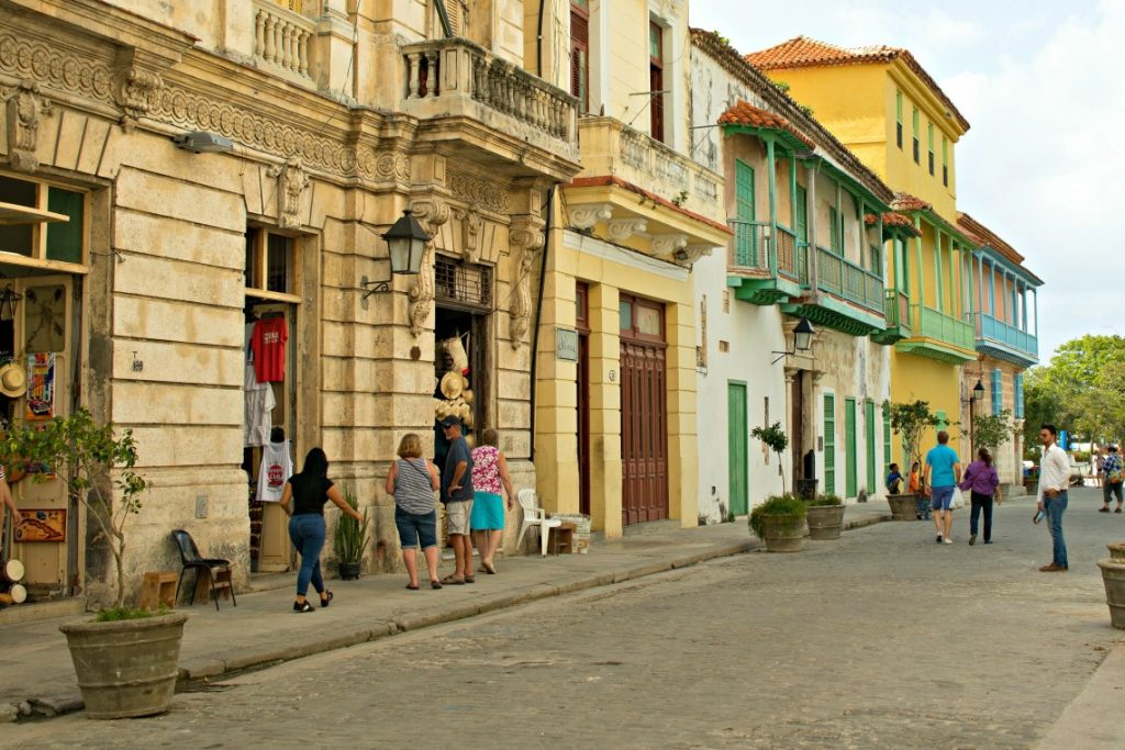 Travelling to Cuba - A street
